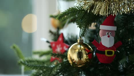 Christmas-Decorations-Focus-pull-