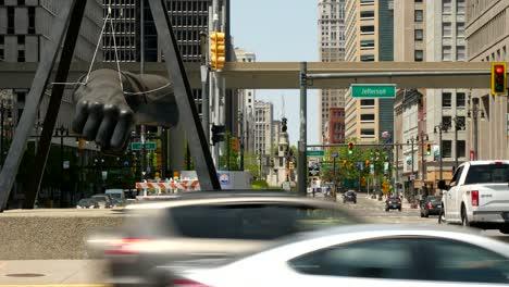Busy-Street-in-Downtown-Detroit