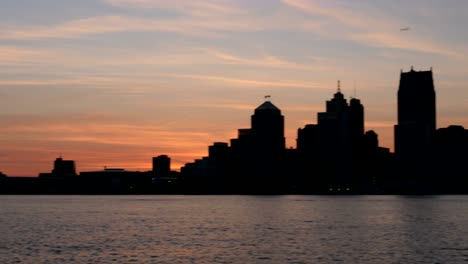 Panning-Across-Downtown-Detroit-at-Dusk