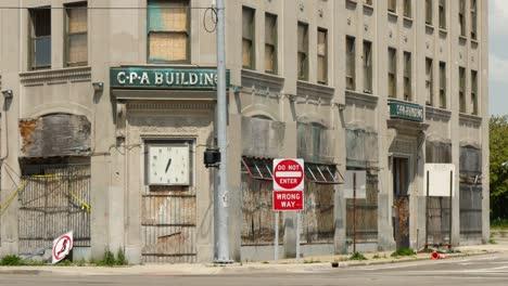 Abandoned-Rundown-Building-in-Detroit