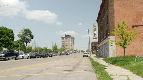 Quiet-Rundown-Side-Street-in-Detroit