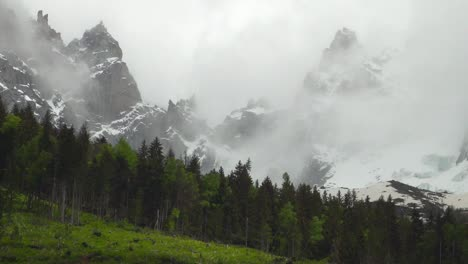 Mist-Covered-Mountain-Range