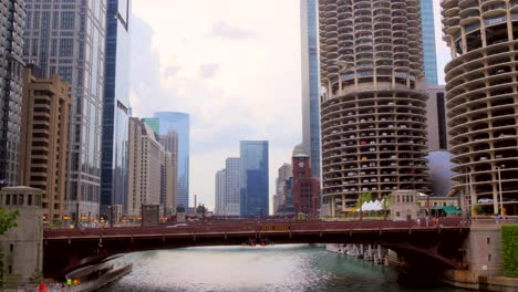 Panning-Across-the-Chicago-RIver