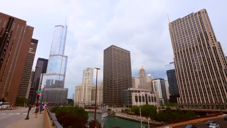 Panning-Across-Downtown-Chicago