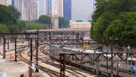 Trains-in-Downtown-Chicago