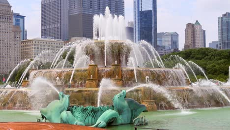 Buckingham-Fountain-Close-Up-Chicago