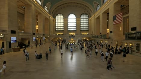 Panning-Across-Grand-Central-Terminal-New-York