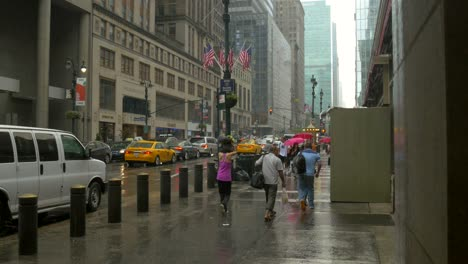 People-Rushing-in-New-York-in-the-Rain