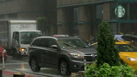 Traffic-in-Rain-in-New-York-Time-Lapse