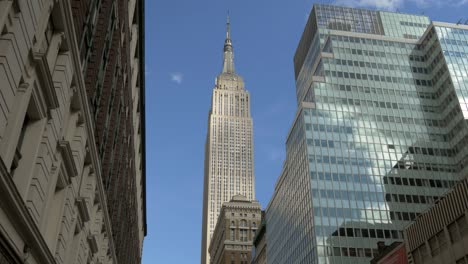 Time-Lapse-of-Clouds-Moving-Over-the-Empire-State-Building