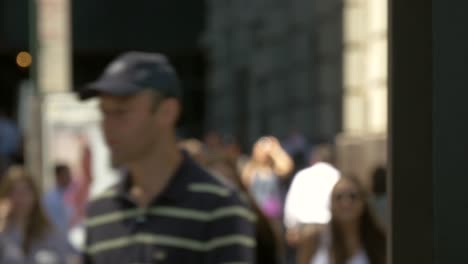Out-of-Focus-Time-Lapse-of-Busy-Sidewalk-in-New-York