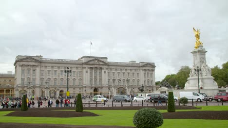 Buckingham-Palace-and-Victoria-Memorial