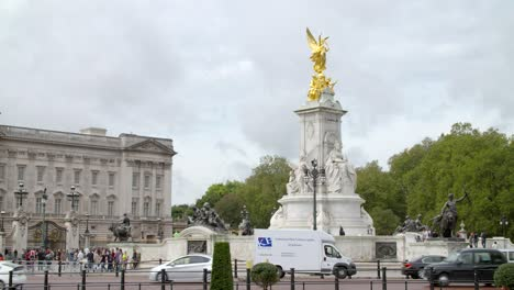 The-Victoria-Memorial-Buckingham-Palace