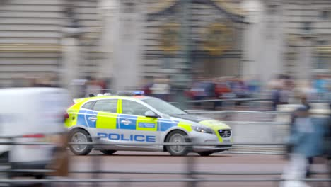 Police-Car-Speeding-Past-Buckingham-Palace