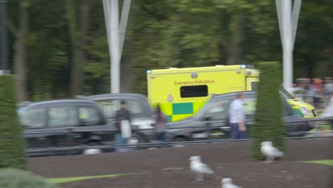 Police-Car-and-Ambulance-Speeding-Past-Buckingham-Palace