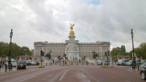 Buckingham-Palace-from-The-Mall