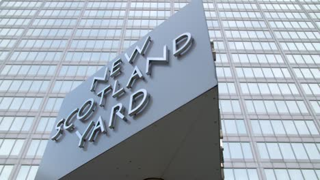 Looking-up-at-the-New-Scotland-Yard-Sign