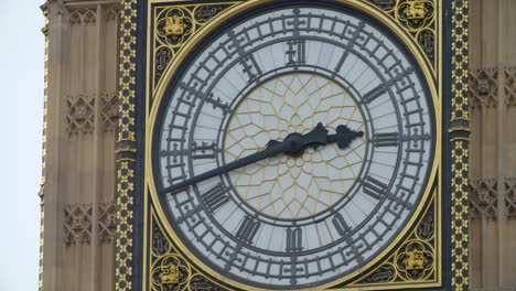 Clock-Face-on-Elizabeth-Tower