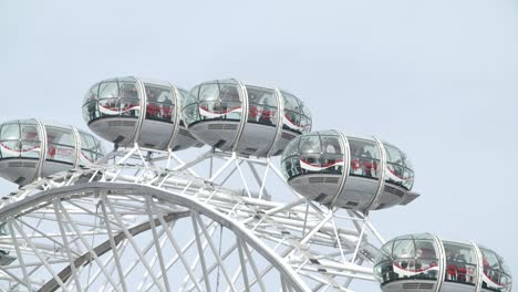 Close-Up-of-Pods-on-the-London-Eye
