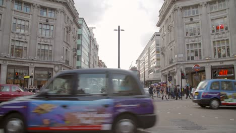 Traffic-Passing-Through-Oxford-Circus