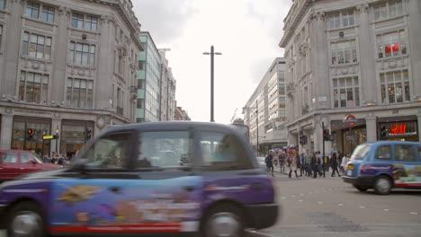 Traffic-Passing-Through-Oxford-Circus