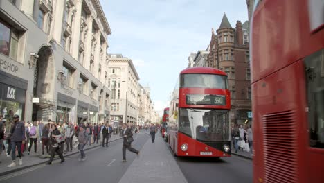 Tilting-Down-Onto-Busses-on-Oxford-Street-