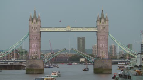 Tower-bridge-Closing