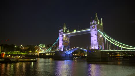 Time-Lapse-of-Boat-Passing-Under-Tower-Bridge