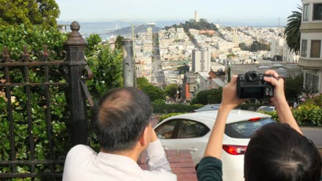 Tourists-Photographing-San-Francisco-Cityscape
