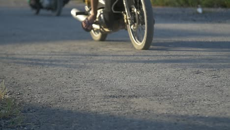 Motorbikes-Passing-On-Vietnamese-Track