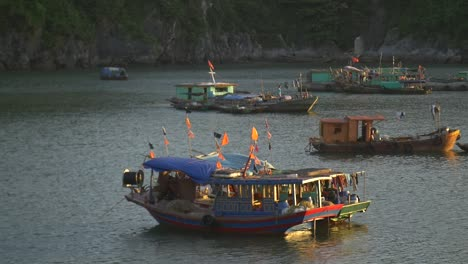Traditional-Vietnamese-Boats-in-the-Bay-at-Sunset
