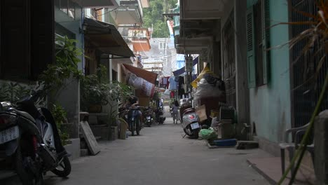 Looking-Down-an-Alley-in-a-Vietnamese-City-2