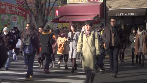 Crowd-Crossing-the-Road-in-Tokyo