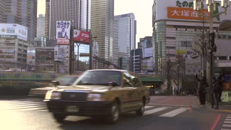 Timelapse-of-a-Pedestrian-Crossing-in-Tokyo