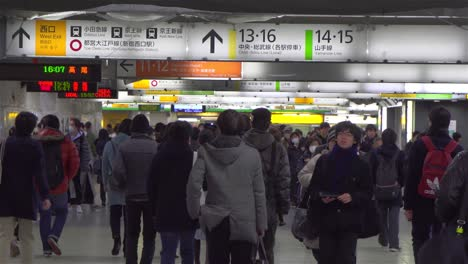 Busy-Tokyo-Train-Station