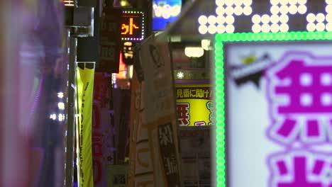 Flashing-Neon-Signs-in-Tokyo-Japan