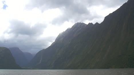 Mountains-Surrounding-Milford-Sound