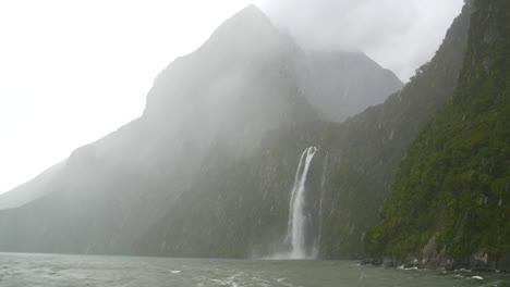 Pull-Focus-on-Waterfall