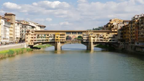Wide-Shot-of-Ponte-Vecchio-Italy