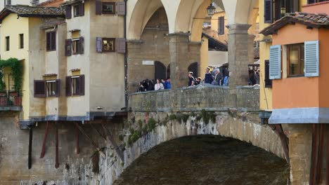 Tourists-Overlooking-River-Arno-from-Ponte-Vecchio