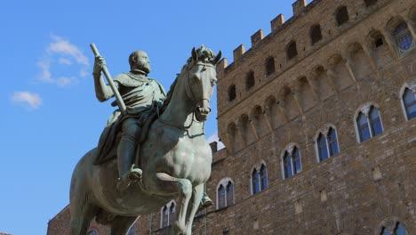 Cosimo-de-Medici-Statue-Florence-Italy