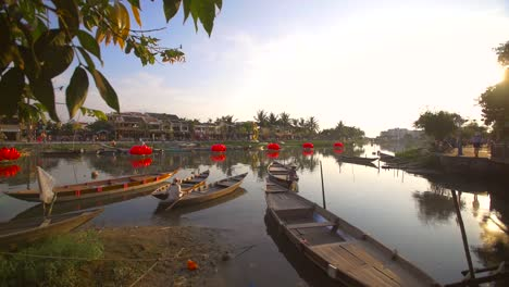 Tracking-Shot-of-Vietnamese-River-Scene