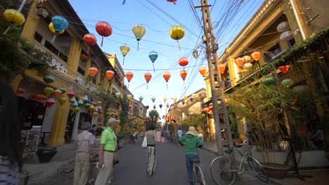 Walk-Through-Traditional-Vietnamese-Street