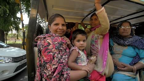 Indian-Family-in-Tuk-Tuk