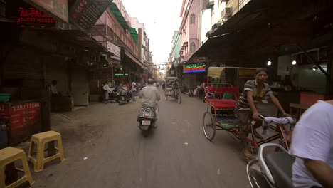 Rickshaws-and-Mopeds-in-a-Delhi-Street