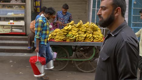Handheld-Shot-of-a-Vendor-Selling-Bananas