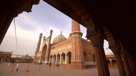 Panning-Shot-of-Jama-Masjid-From-Colonnade