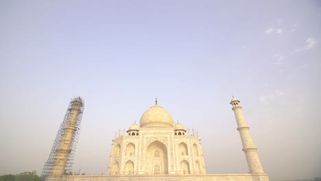 Panning-Down-to-Taj-Mahal