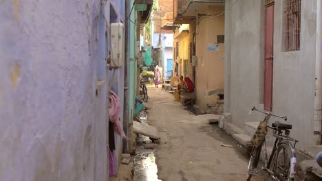 Narrow-Indian-Street