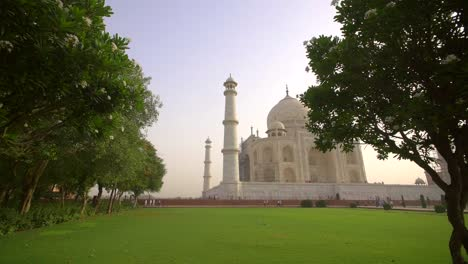 Side-View-of-the-Taj-Mahal